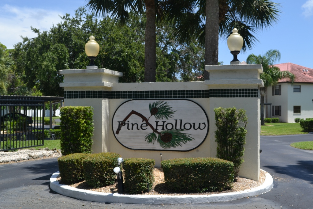 126 Pine Hollow Dr, Englewood - West Coast Property